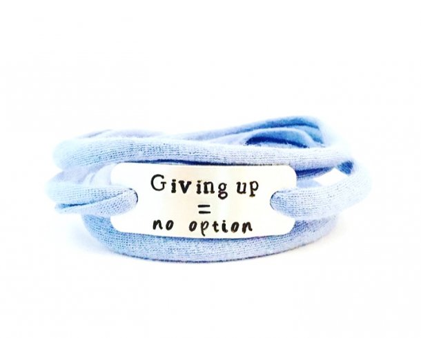 Bestel de Giving up = no option armband