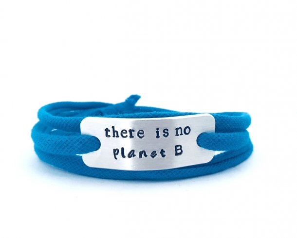 Bestel de There is no planet B armband